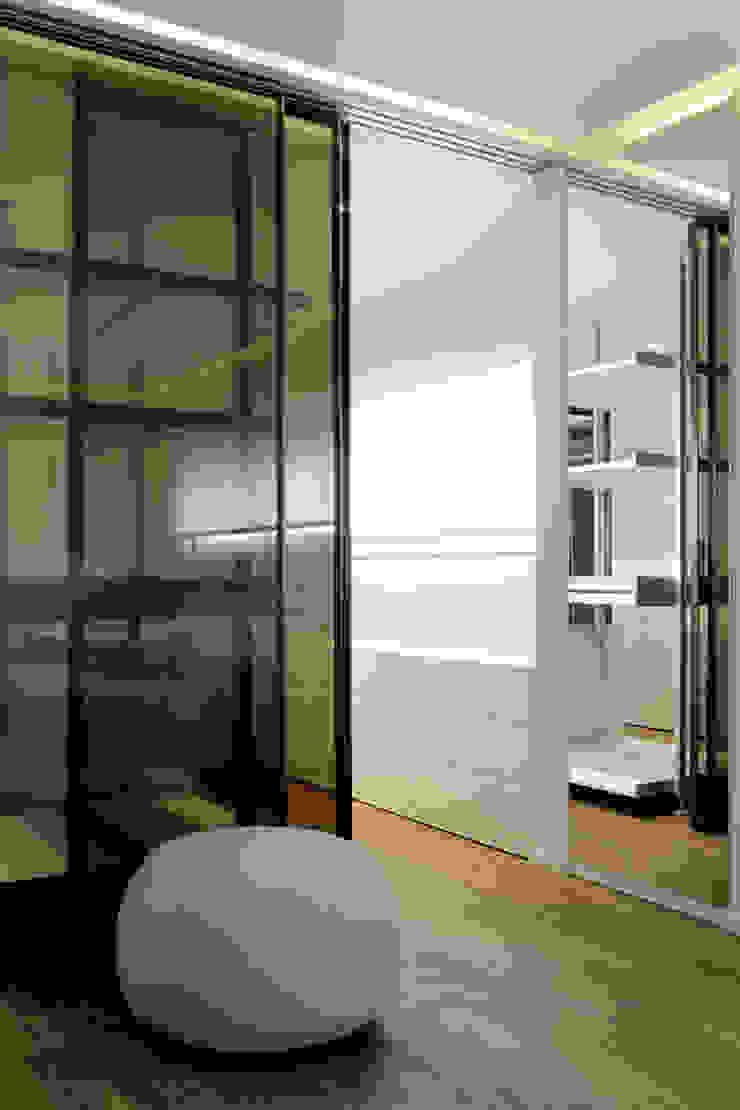 Quartos modernos por Vincenzo Leggio Architetto Moderno