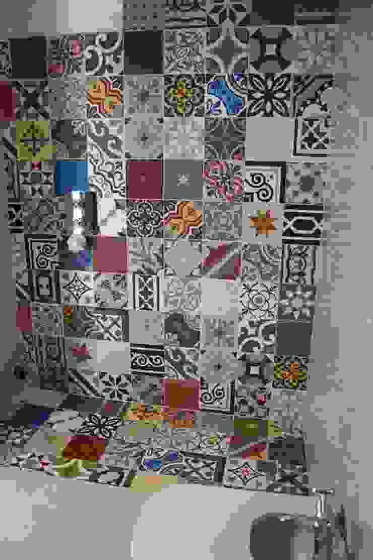 Mosaic del Sur Baños de estilo moderno