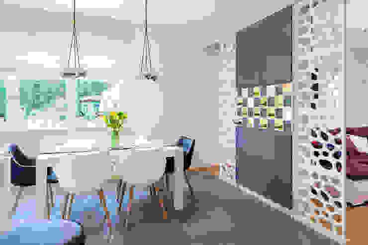 mieszkanie- Połczyn Zdrój Nowoczesna jadalnia od Kameleon - Kreatywne Studio Projektowania Wnętrz Nowoczesny