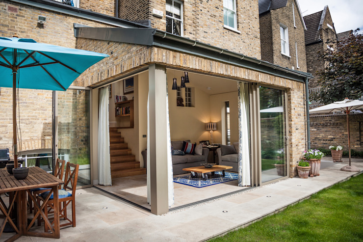 Clapham home Classic style houses by Warren Rosing Architects Classic Bricks