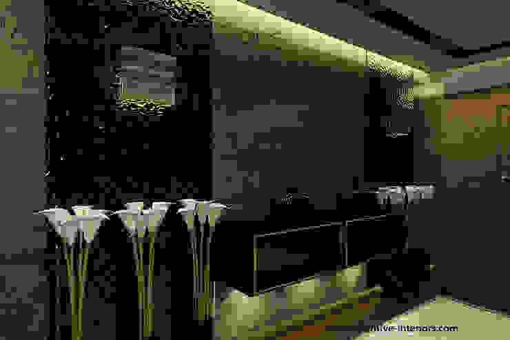 Luksusowy korytarz Klasyczny korytarz, przedpokój i schody od Inventive Interiors Klasyczny Łupek