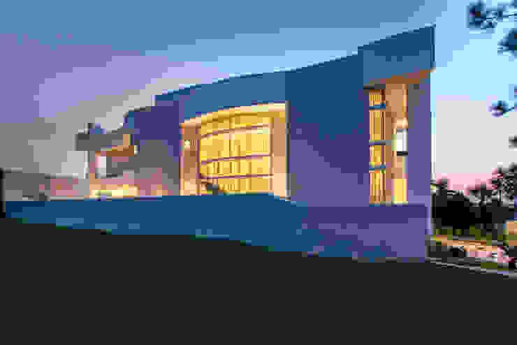 منازل تنفيذ Arquiteto Aquiles Nícolas Kílaris , حداثي أسمنت