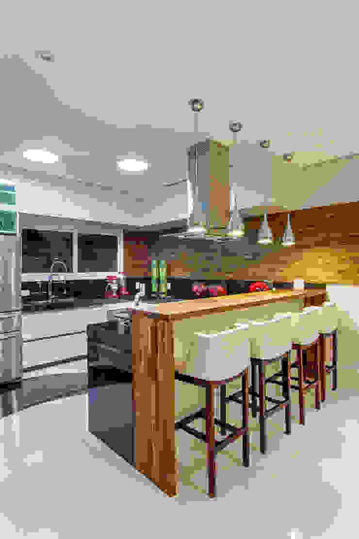Arquiteto Aquiles Nícolas Kílaris Cocinas de estilo moderno Madera Acabado en madera