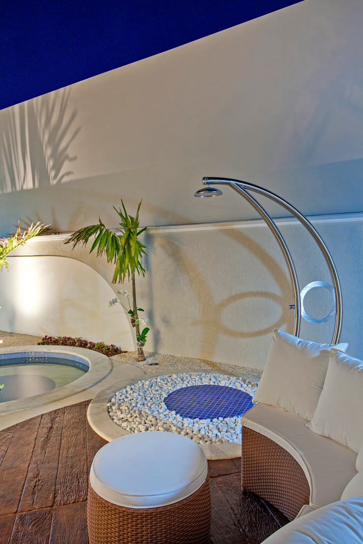 Arquiteto Aquiles Nícolas Kílaris Piscinas de estilo moderno Hormigón Azul