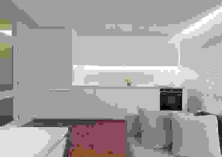 uma casa e o mar Cozinhas minimalistas por p+v arq Minimalista