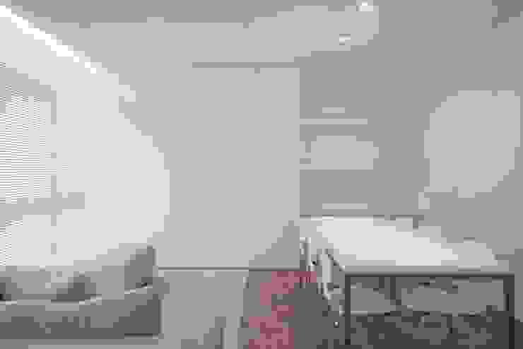 uma casa e o mar Salas de estar minimalistas por p+v arq Minimalista
