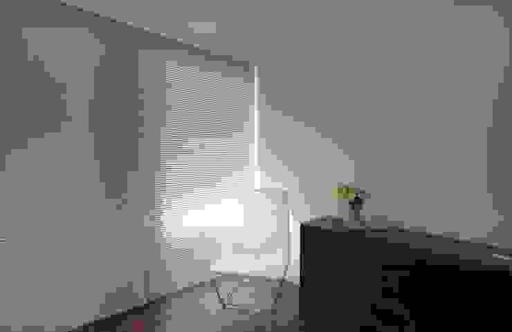 uma casa e o mar Quartos minimalistas por p+v arq Minimalista
