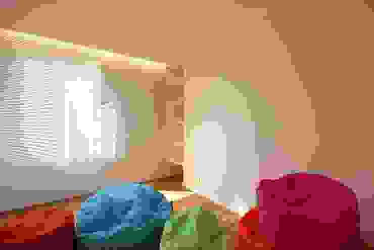uma casa e o mar Quartos de criança minimalistas por p+v arq Minimalista