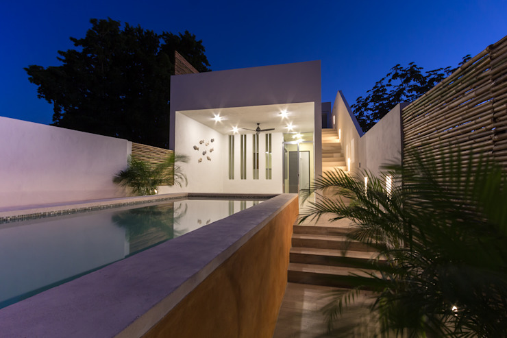 Eclectic style pool by CERVERA SÁNCHEZ ARQUITECTOS Eclectic