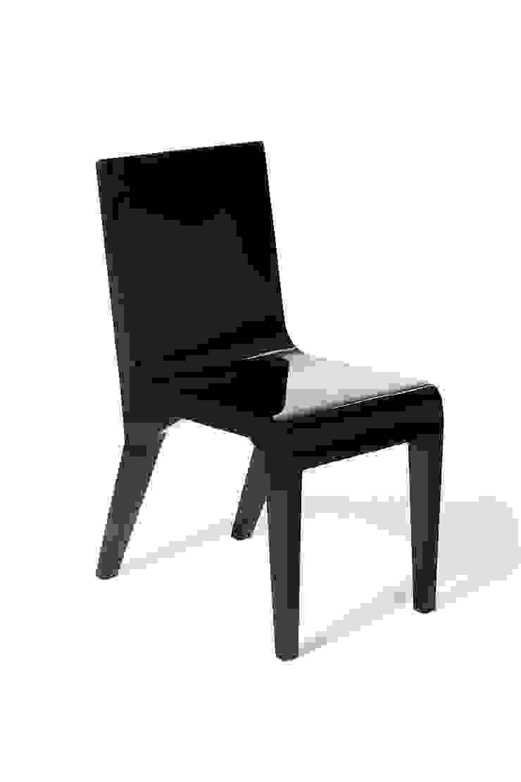 Pose Chair:  de estilo tropical por Polígono , Tropical Madera Acabado en madera