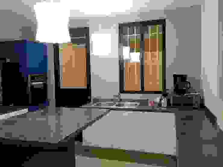 Casa Sta.Elena Cocinas modernas de Constructora e Inmobiliaria Catarsis Moderno Mármol