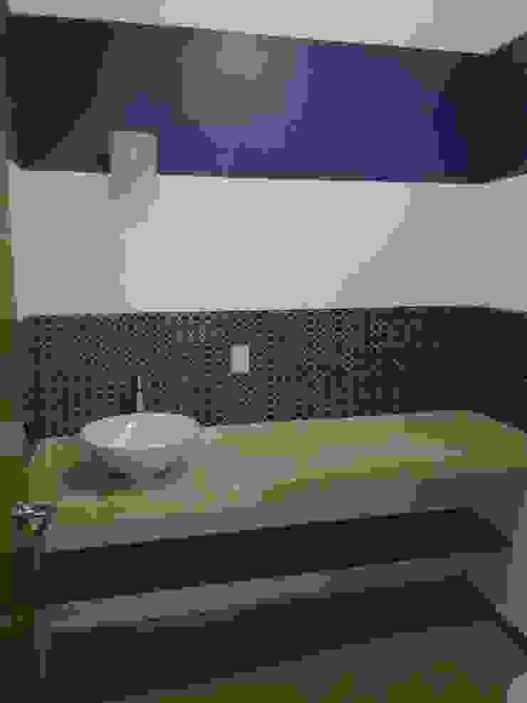 Casa Sta.Elena Baños modernos de Constructora e Inmobiliaria Catarsis Moderno Madera Acabado en madera