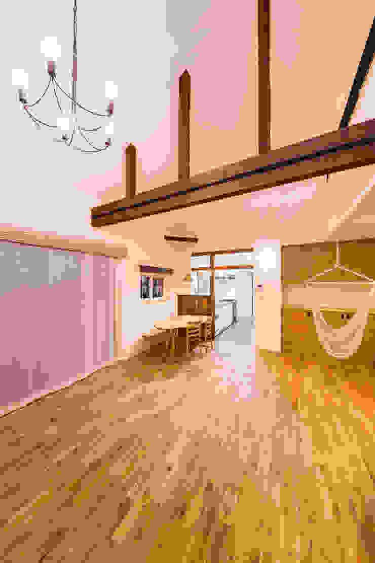 松原の家。 モダンデザインの リビング の 株式会社ルティロワ 一級建築士事務所 モダン
