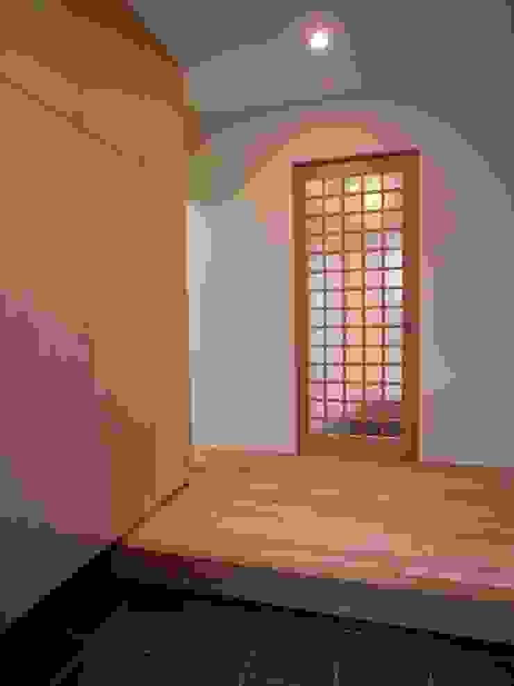 豊能町の家 モダンスタイルの 玄関&廊下&階段 の 株式会社 atelier waon モダン
