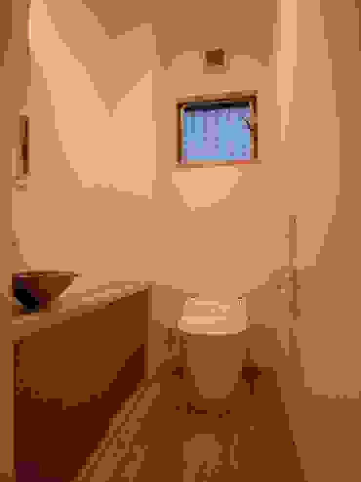 豊能町の家 モダンスタイルの お風呂 の 株式会社 atelier waon モダン
