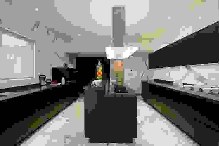 THE RIDGES - A3 VILLA Modern kitchen by Aijaz Hakim Architect [AHA] Modern