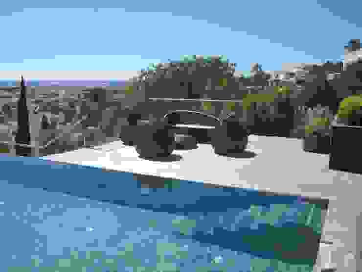 Smokesignals - Home & Contract Concept Lda Modern pool