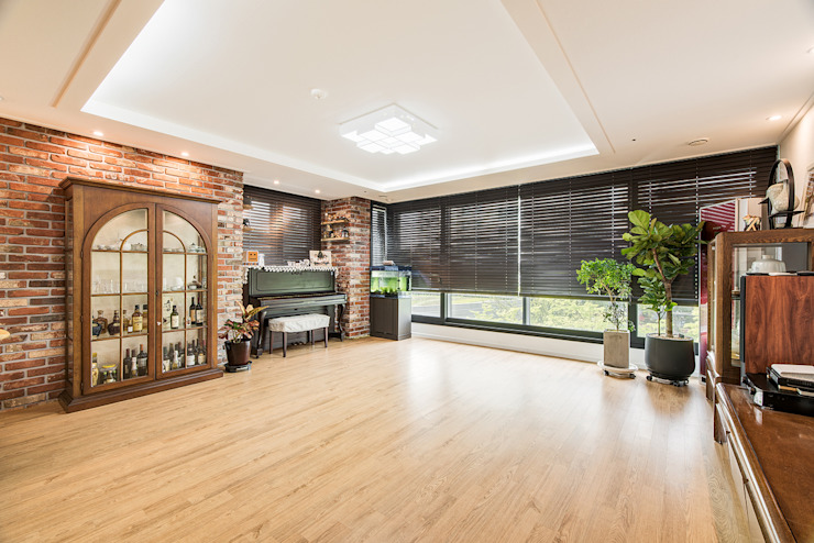 现代客厅設計點子、靈感 & 圖片 根據 아르떼 인테리어 디자인 現代風
