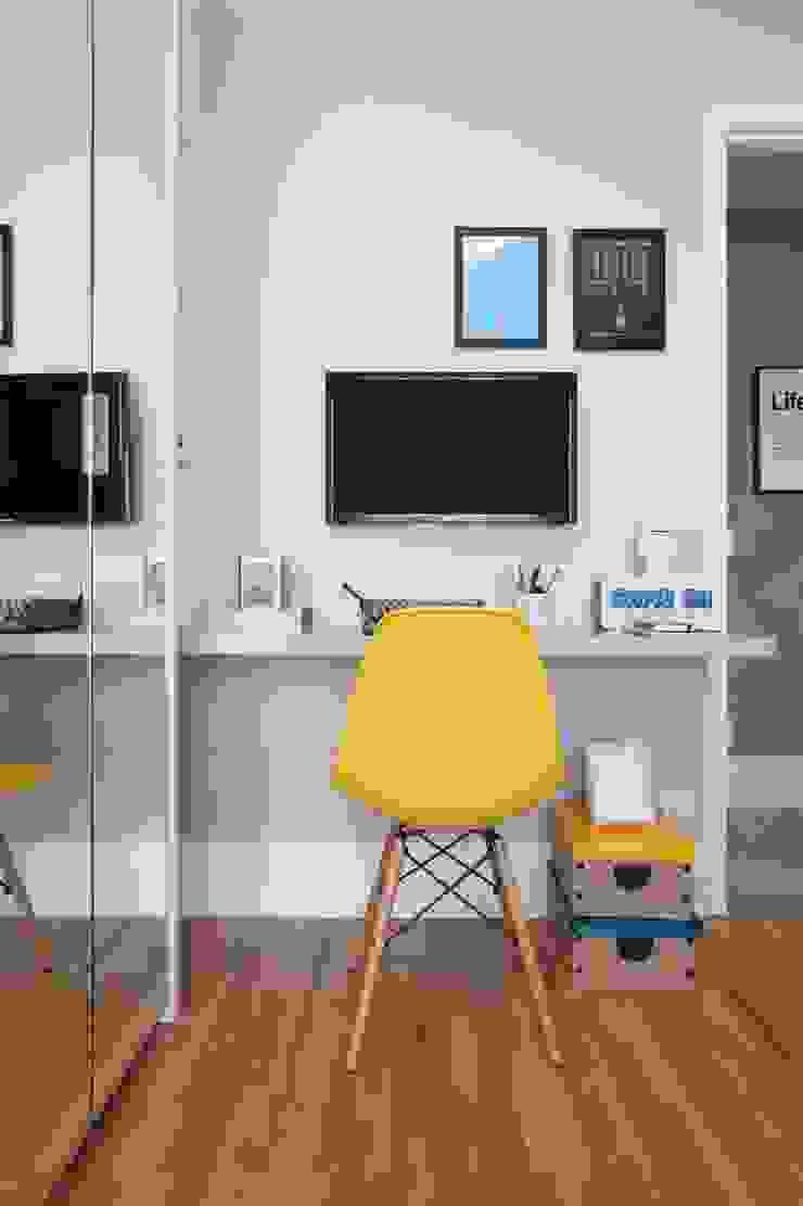 Léo Shehtman Arquitetura e Design Minimalist nursery/kids room