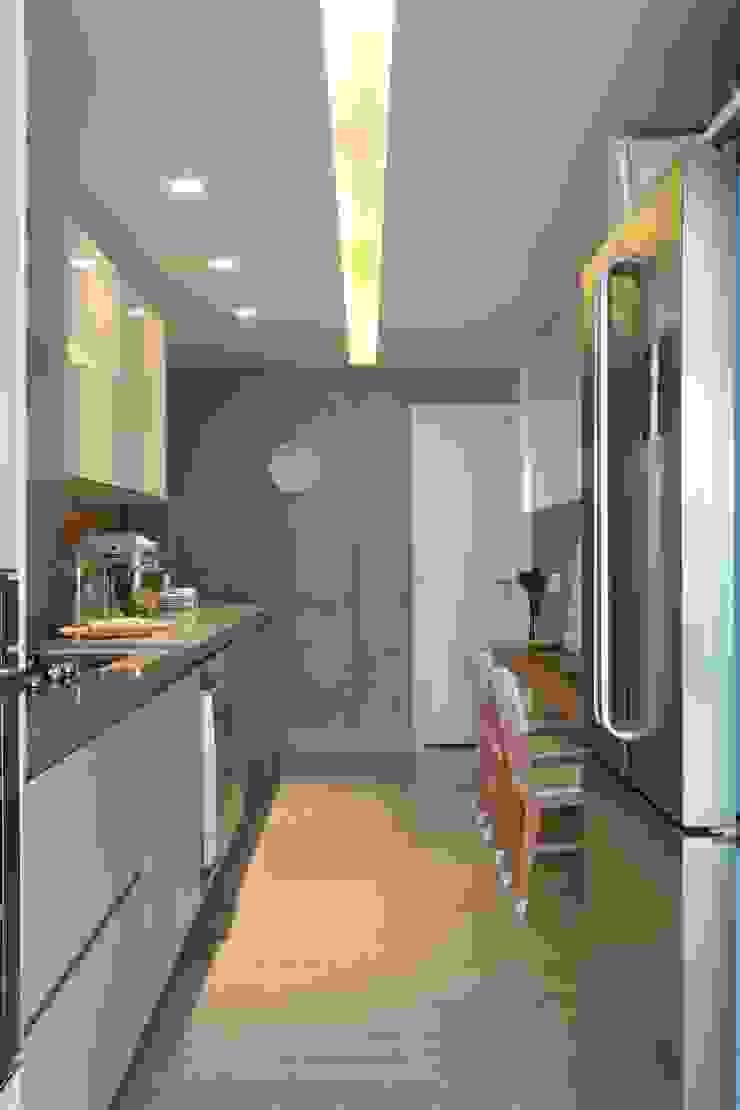 Léo Shehtman Arquitetura e Design Minimalist kitchen