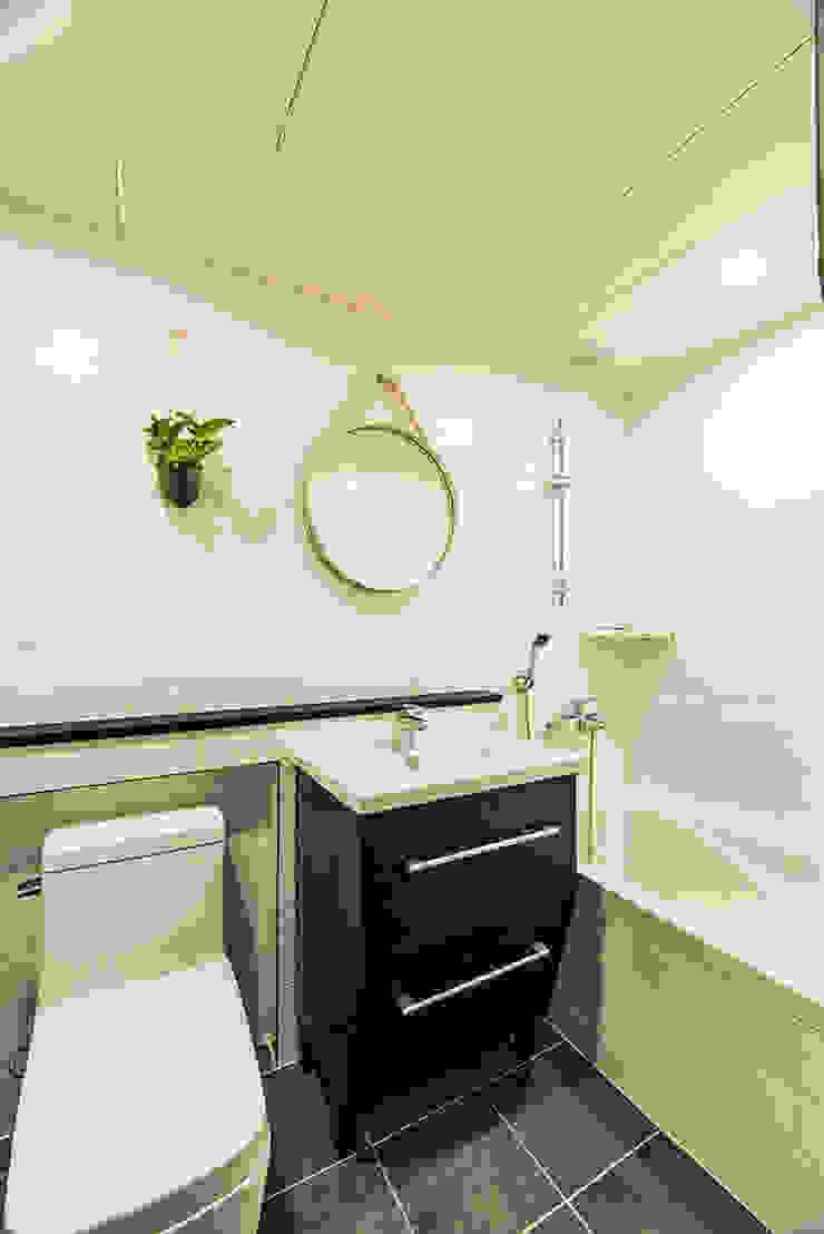 용인시 수지구 죽전동 성현마을 광명샤인빌아파트 (24평형) 모던스타일 욕실 by 아르떼 인테리어 디자인 모던