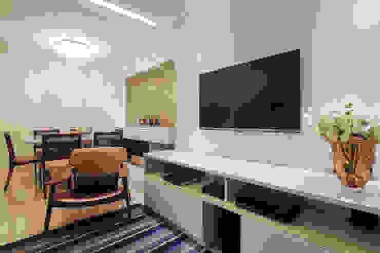 Sala de Estar Salas de estar modernas por Arina Araujo Arquitetura e Interiores Moderno Cerâmica