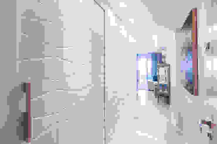Corredor Corredores, halls e escadas modernos por Arina Araujo Arquitetura e Interiores Moderno Cerâmica