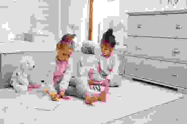 Miejsce do zabawy Nowoczesny pokój dziecięcy od Caramella Nowoczesny