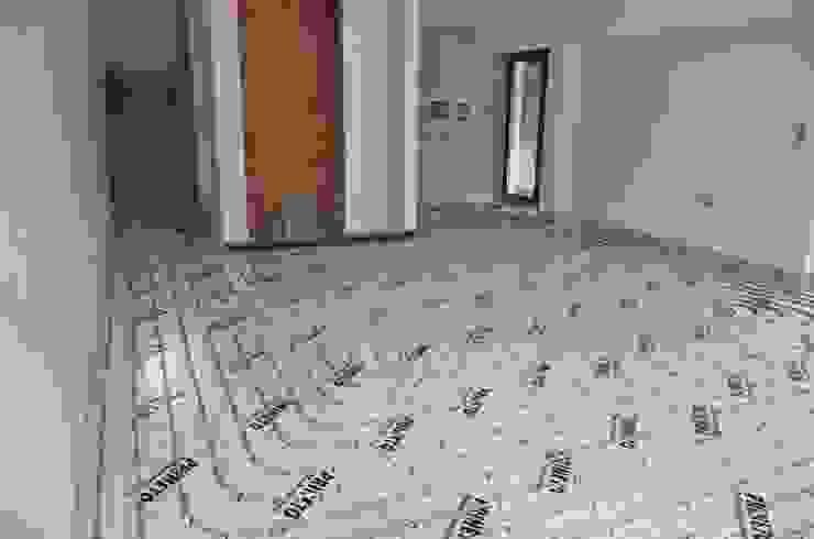 Paredes y suelos de estilo moderno de Dynamic444 (departamento de climatização) Moderno