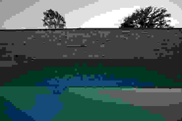 Zwembad met mediterane sfeer Moderne zwembaden van Engelman Architecten BV Modern