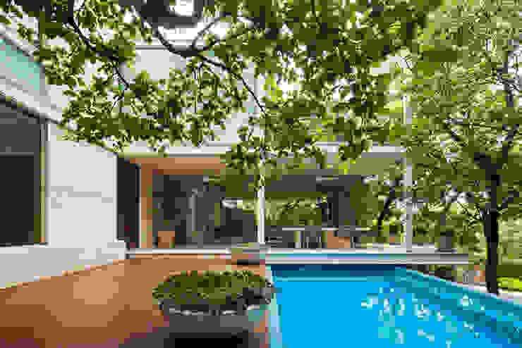 Modern balcony, veranda & terrace by homify Modern Concrete