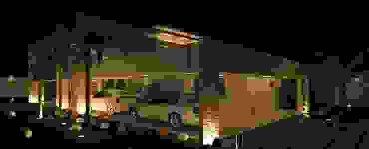 Risque Projetos: Casa Moderna - Iluminação Casas modernas por RISQUE PROJETOS E ARQUITETURA Moderno