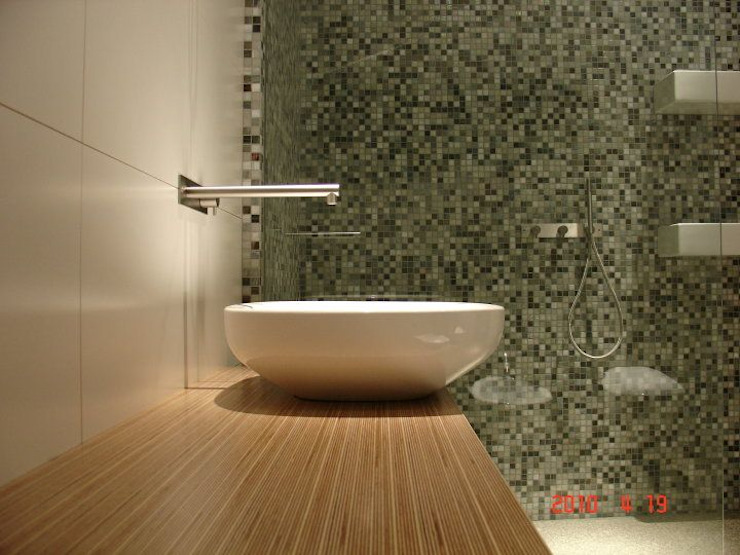 Bathrooms/ Dynamic444 por Dynamic444 Moderno