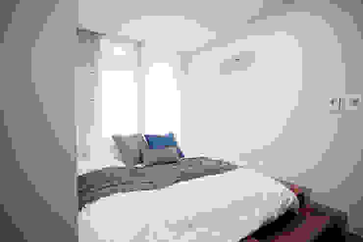 시원한 블루가 포인트 되어주는 인테리어 모던스타일 침실 by 퍼스트애비뉴 모던