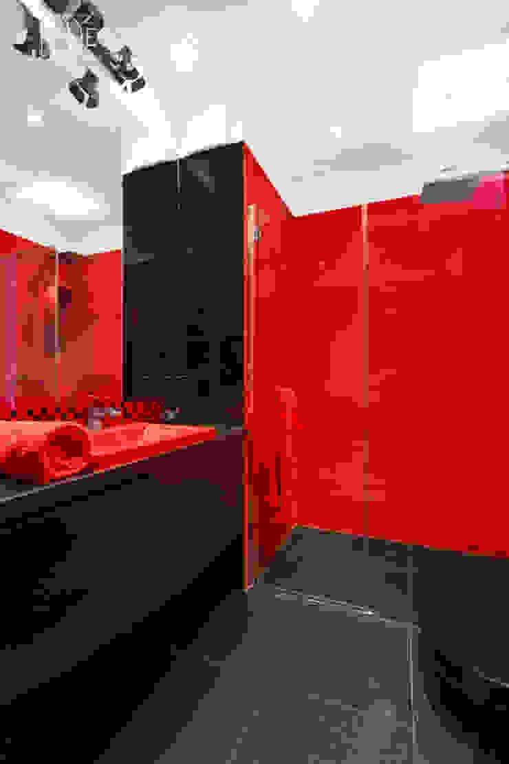 męskie mieszkanie Nowoczesna łazienka od Decoroom Nowoczesny