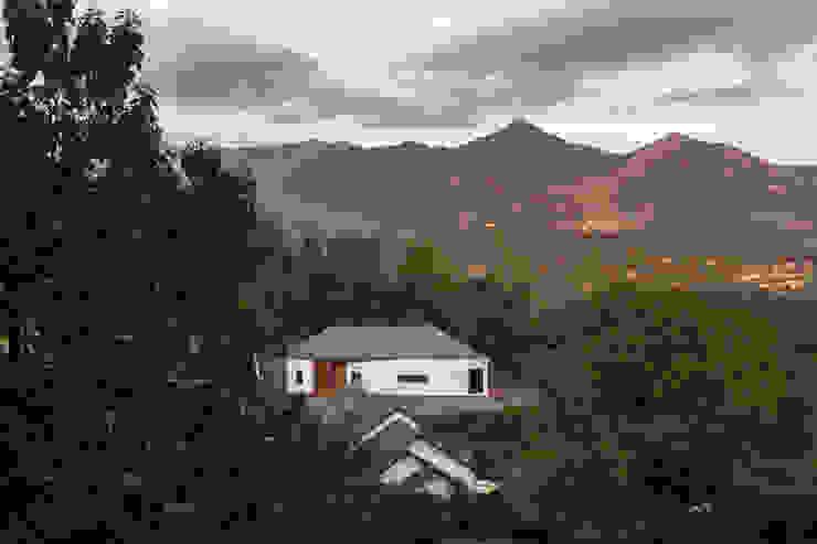 Casas estilo moderno: ideas, arquitectura e imágenes de B.U.S Architecture Moderno