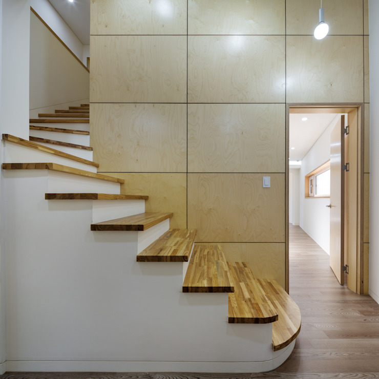 Modern Corridor, Hallway and Staircase by B.U.S Architecture Modern