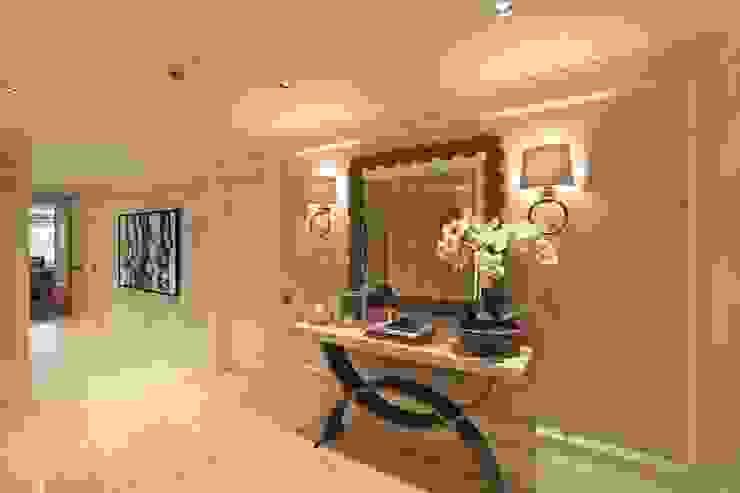經典風格的走廊,走廊和樓梯 根據 Kerim Çarmıklı İç Mimarlık 古典風