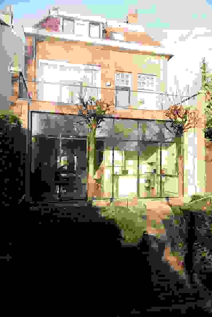 buitenaanzicht gevel ddp-architectuur Minimalistische huizen Metaal Zwart