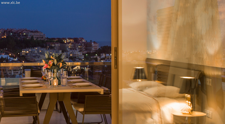 XLC Modern style balcony, porch & terrace