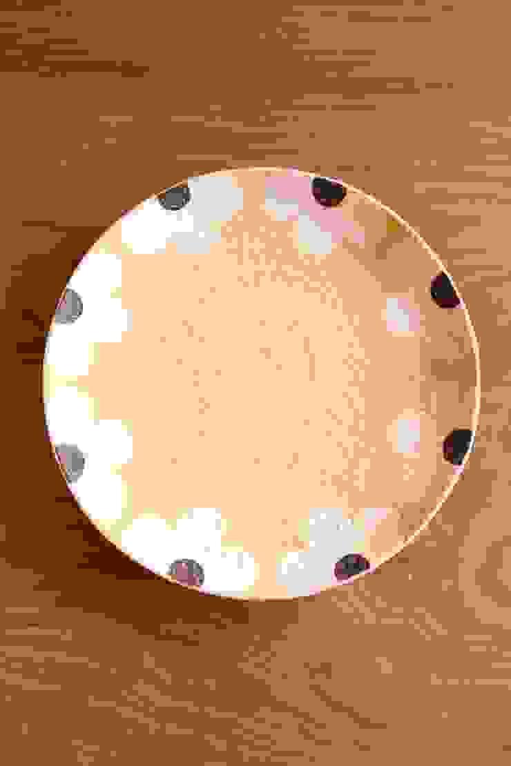 appliqueプレートサークルL: むくり工房が手掛けた折衷的なです。,オリジナル 陶器