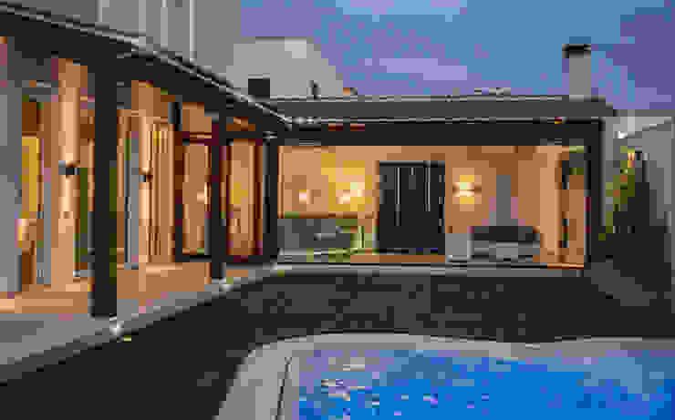 VIVIENDA PARTICULAR-1 Piscinas de estilo mediterráneo de SENZA ESPACIOS Mediterráneo