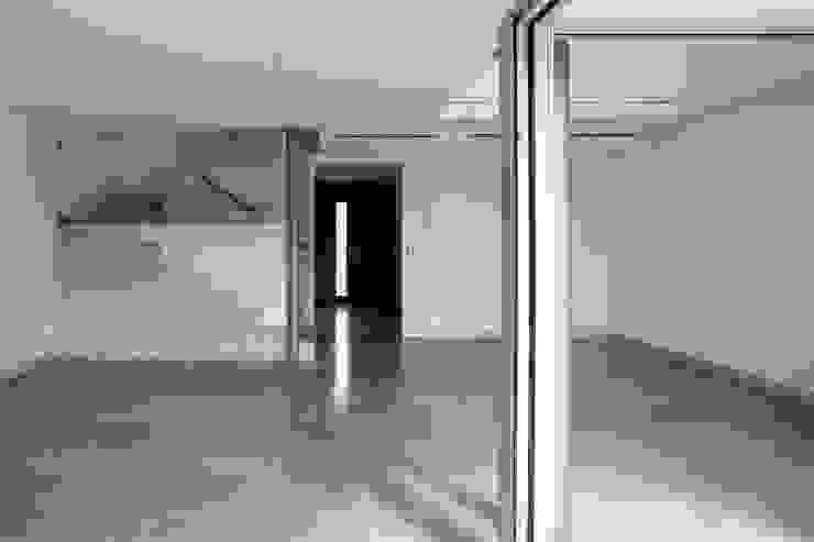 Unifamiliares en Montecarmelo // Madrid Salones de estilo moderno de Cano y Escario Arquitectura Moderno Caliza