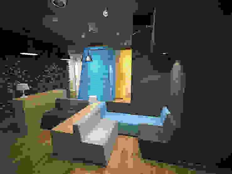 Oficinas y bibliotecas de estilo moderno de Delicious Concept Moderno