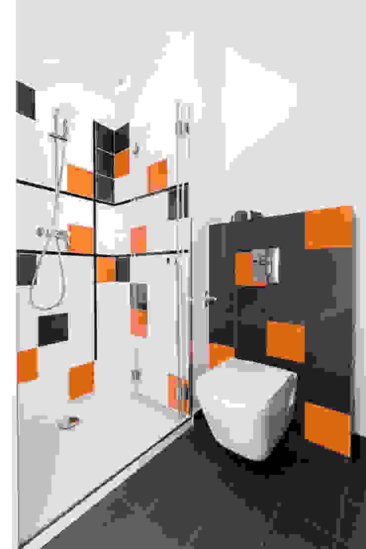 Baños modernos de Decoroom Moderno