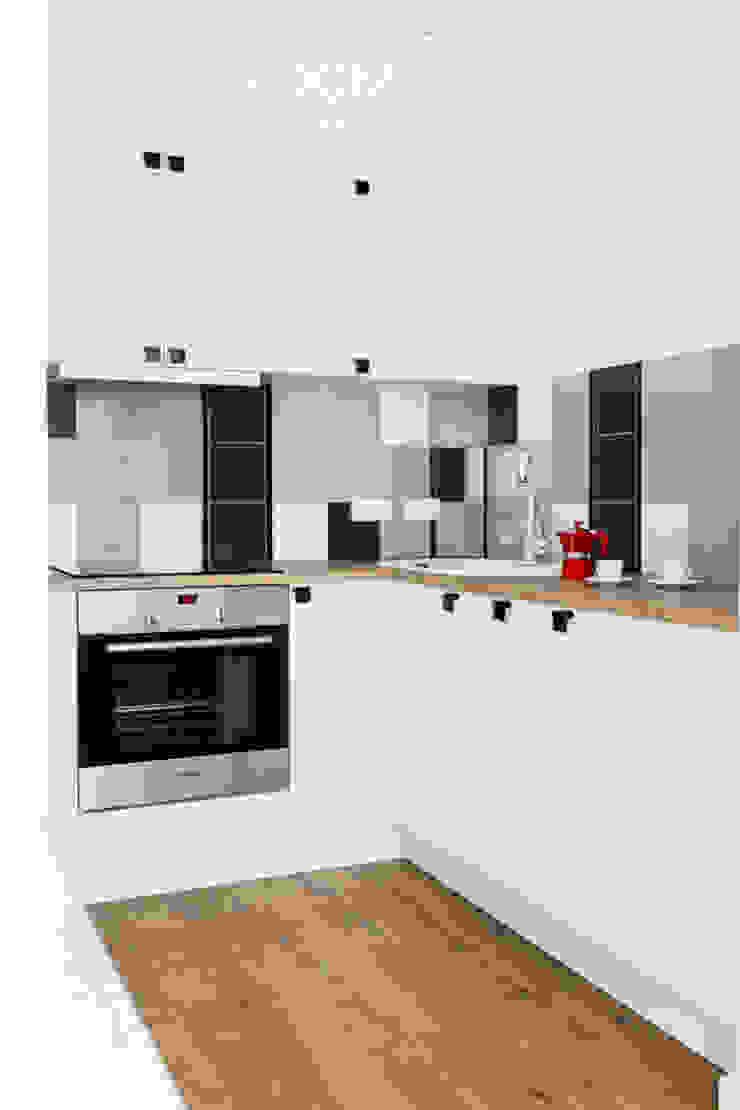 Modern kitchen by Decoroom Modern