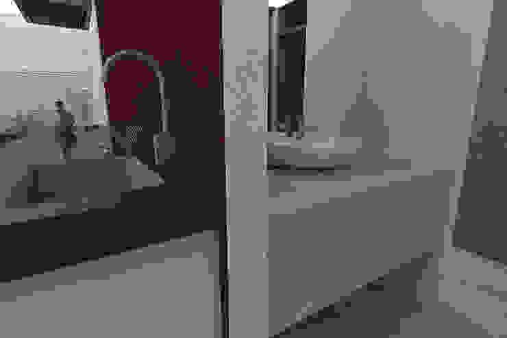 Modern Bathroom by ESTUDIO DUSSAN Modern