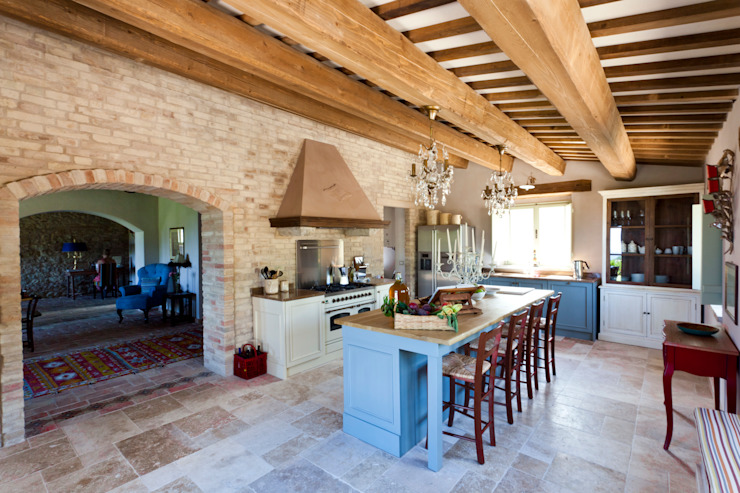 Rustic style kitchen by Ing. Vitale Grisostomi Travaglini Rustic