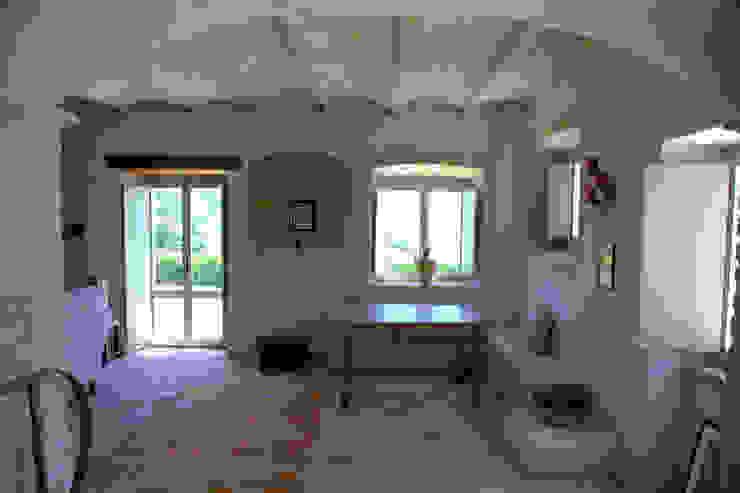 Pasillos, vestíbulos y escaleras de estilo rústico de Ing. Vitale Grisostomi Travaglini Rústico