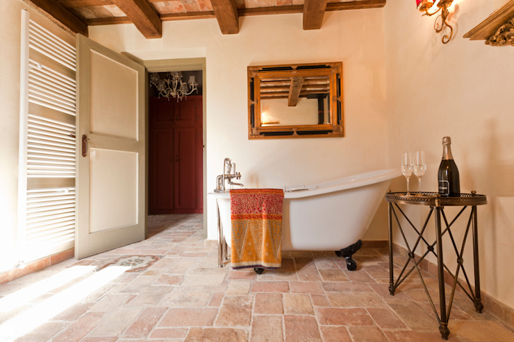 Rustic style bathroom by Ing. Vitale Grisostomi Travaglini Rustic